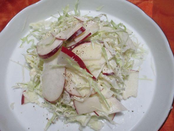リンゴとキャベツのサラダ