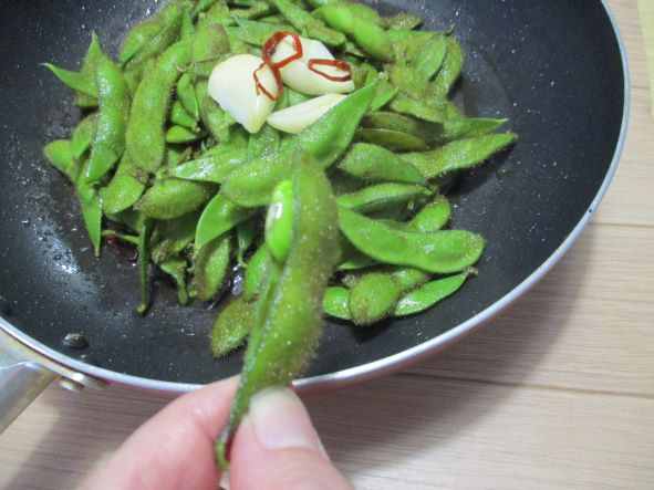 毛豆のオリーブオイル蒸し