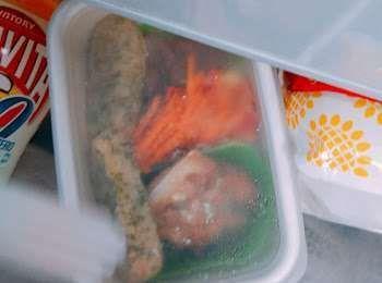 冷蔵庫に入ったお弁当