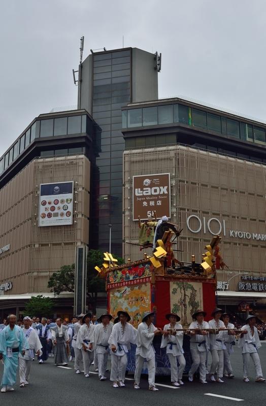京都新聞写真コンテスト 子供神輿が進む