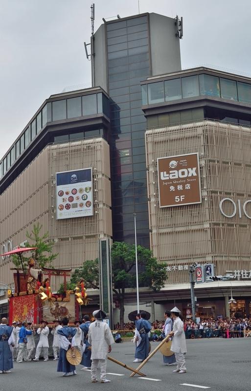 京都新聞写真コンテスト 古都を練り歩く