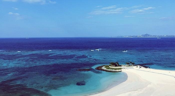 ホテルから眺めるエメラルドビーチ