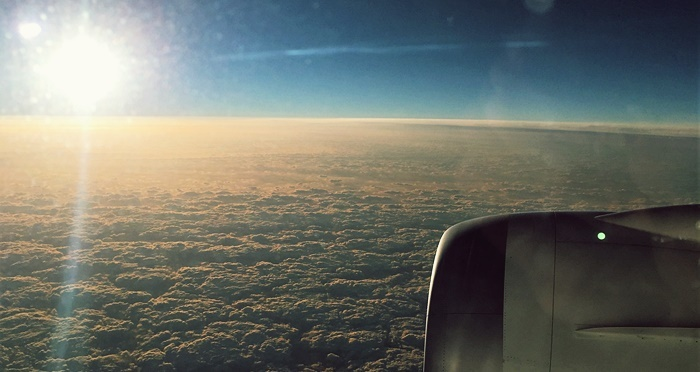 日本上空で見た朝日