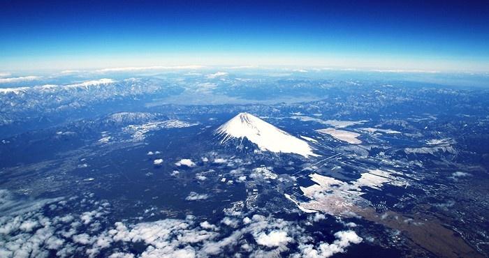 機内から見る富士山