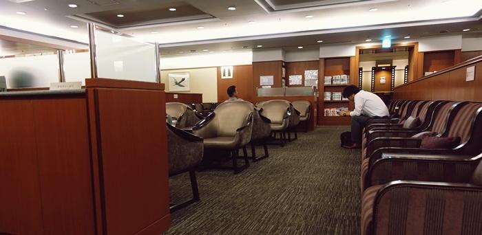 普通すぎる伊丹空港サクララウンジ内部