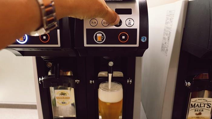 ビールサーバーには泡ボタンあり