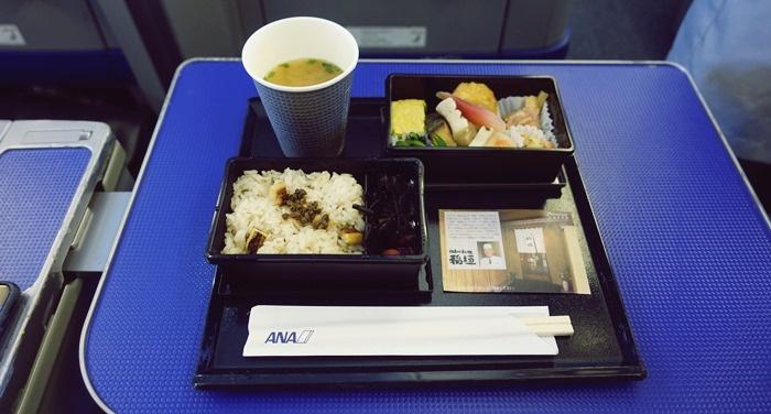 福岡-羽田のB777-200の機内