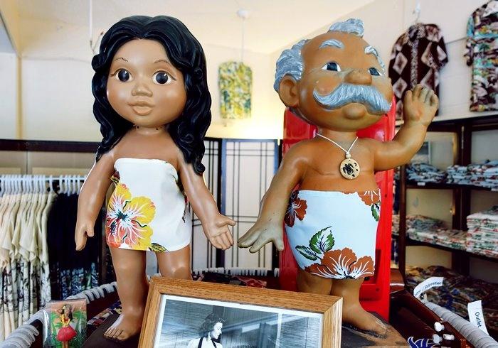 KONA BAY HAWAII店内にあるメネフネ人形