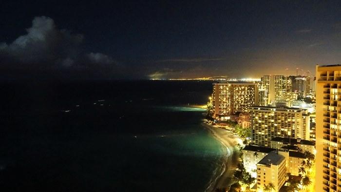 ワイキキビーチの夜景