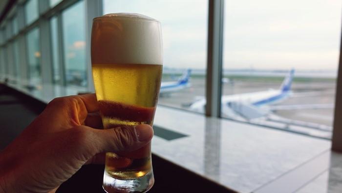 ANAスイートラウンジで飲むビール