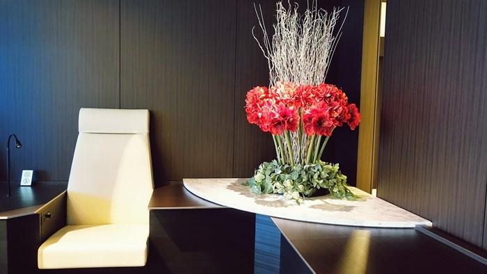 コーナーにある花のオブジェ