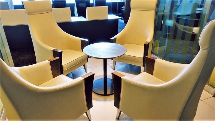 4人掛けの椅子