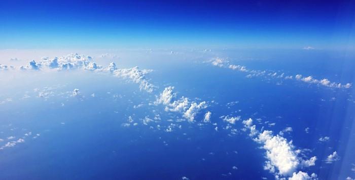 修行中の機内から見た空