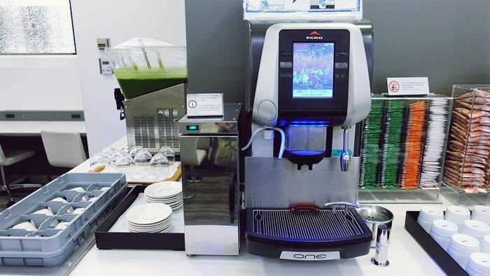 コーヒーマシンと青汁サーバー