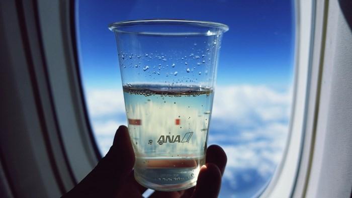 機内で飲むシャンパン