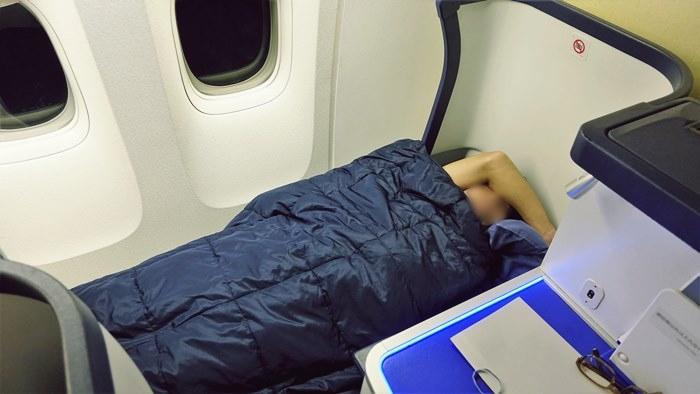 フルフラットで寝ているところ