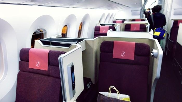 JAL SKY SUITE787の機内