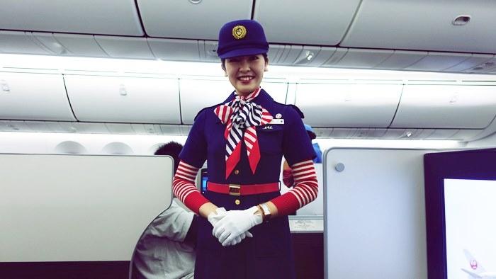 JAL6代目のCAさんの制服