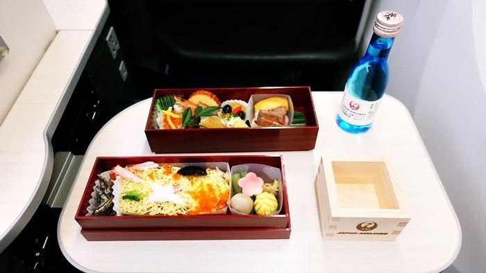 機内で食べたおせち風お弁当