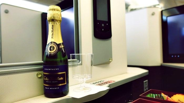 シャンパンも供された