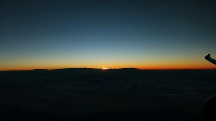 雲海から日の出が………