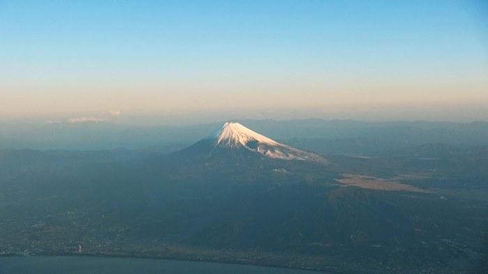 朝靄にかすむ初富士