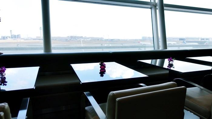 DINING hのの窓際席