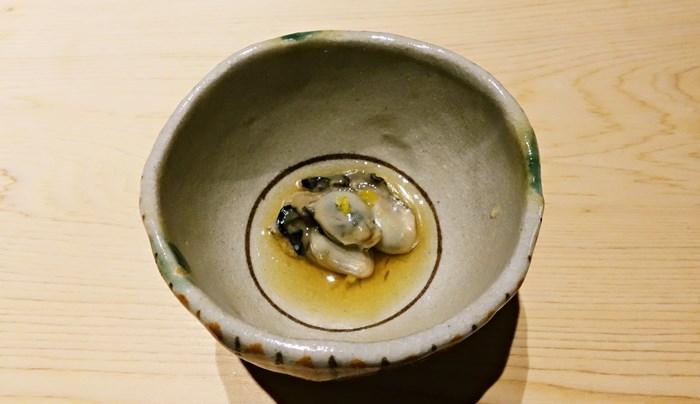 つきだし、牡蠣の含め煮
