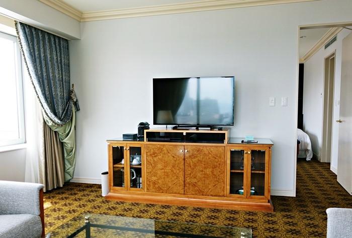 大型液晶テレビと冷蔵庫