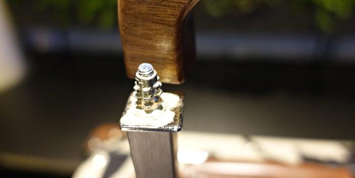 木製のハンドルからネジが外れた