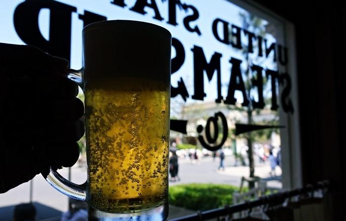 セイリングデイ・ビュッフェでビール