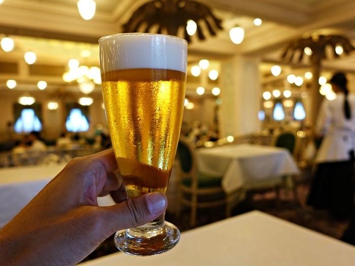 S.S.コロンビアダイニングルームでビール