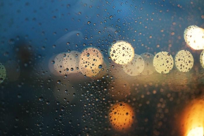 雨の機窓から