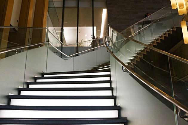 DININGへの階段