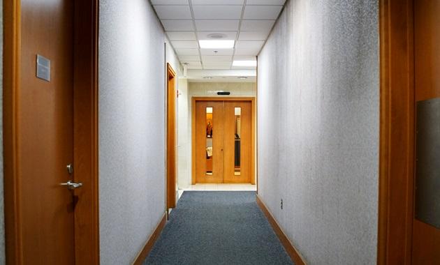 JALサクララウンジへの廊下
