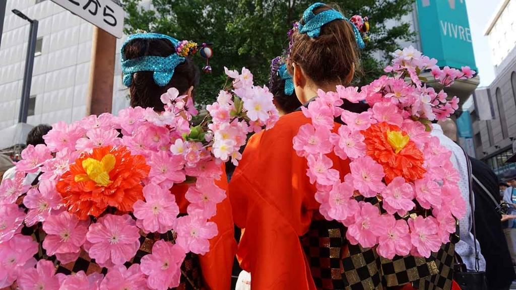 博多どんたく2018:出番待ちの花衣装を着たひとたち【適材適食】小園亜由美(管理栄養士・野菜ソムリエ上級プロ)