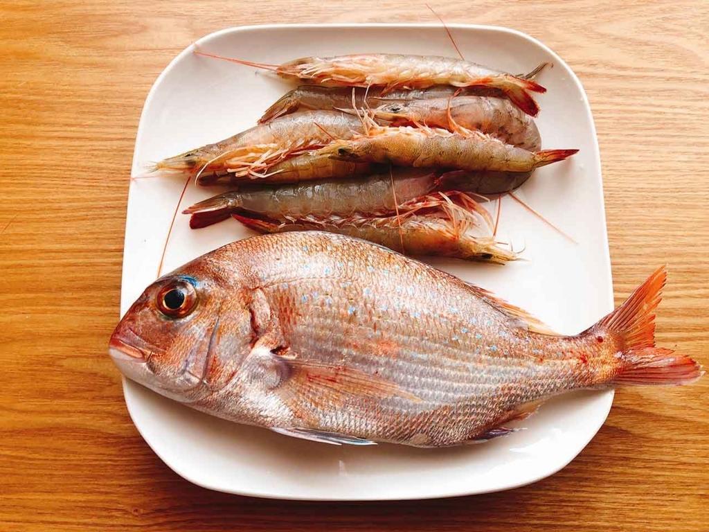 福岡・姪浜漁港 朝市にてエビと鯛を買ってきました【適材適食】小園亜由美(管理栄養士・野菜ソムリエ上級プロ)