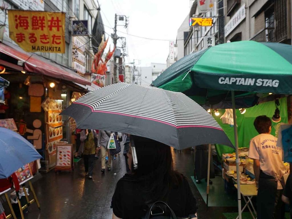 築地場外市場は大混雑。海外からの旅行者がとても多い。【適材適食】小園亜由美(管理栄養士・野菜ソムリエ上級プロ)