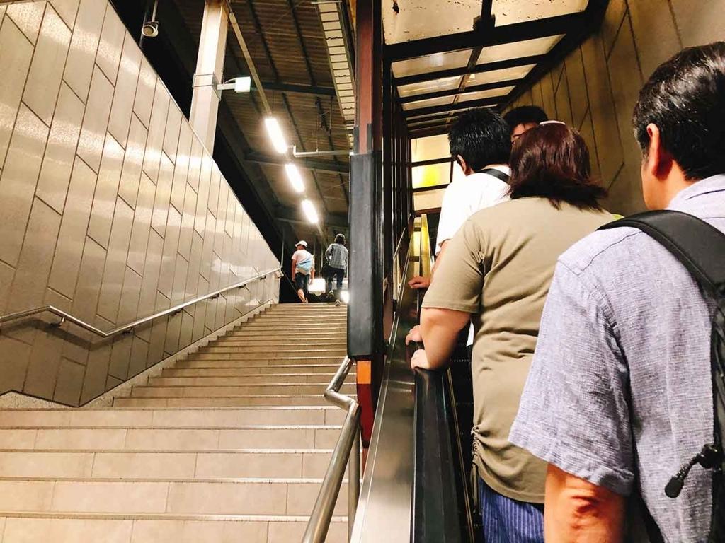 早朝4時というのに姪浜駅は混雑。【適材適食】小園亜由美(管理栄養士・野菜ソムリエ上級プロ)