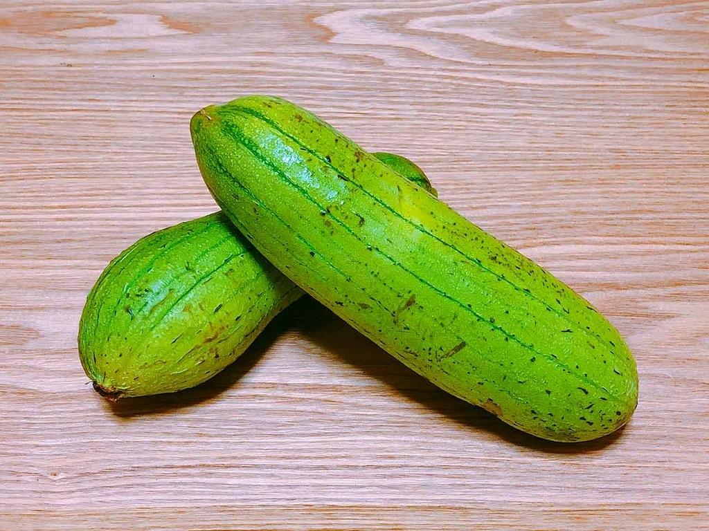 「カラフル、ベジタブル、トロピカル。」沖縄の八百屋さんで買ってきた野菜と果物。名前わかります?【適材適食】小園亜由美(管理栄養士・野菜ソムリエ上級プロ)