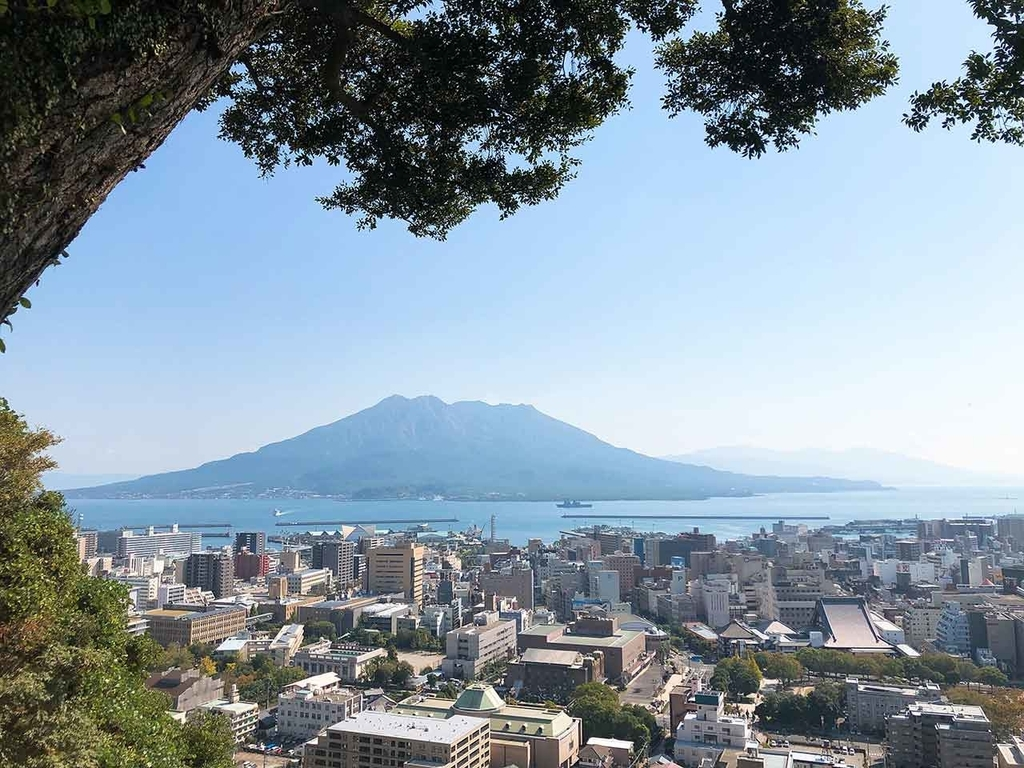 城山展望台から鹿児島市内とその向こうに桜島が見えます。【適材適食】小園亜由美(管理栄養士・野菜ソムリエ上級プロ)