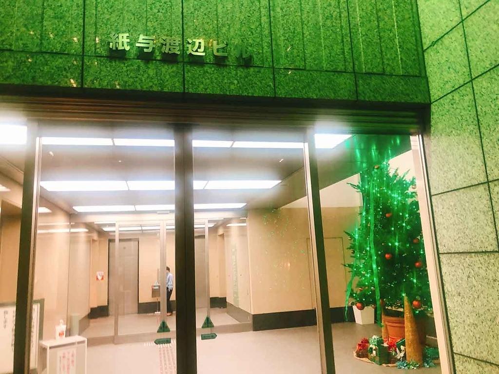 紙与渡辺ビル@「サンタが天神にやってきた」名付けて『クリスマスツリーハンター』2018年福岡・天神の『クリスマスツリー』を集めてみた【適材適食】小園亜由美(管理栄養士・野菜ソムリエ上級プロ)