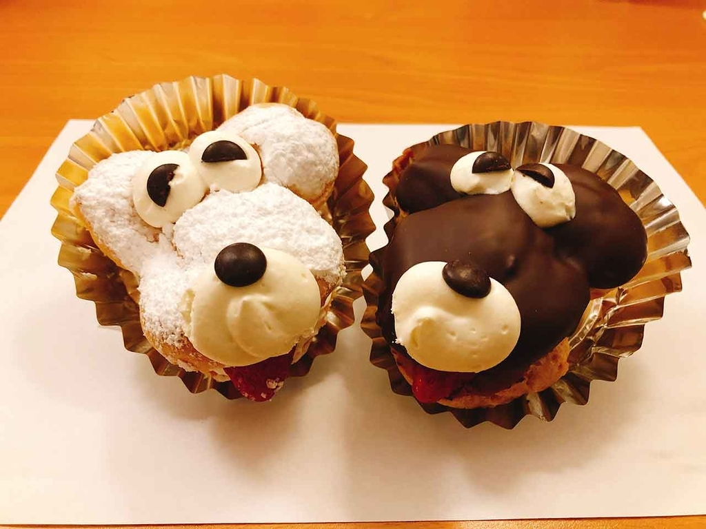 白犬のシュークリームと黒犬のエクレア@手作りケーキ『プチ』@横浜・桜木町【適材適食】小園亜由美(管理栄養士・野菜ソムリエ上級プロ)