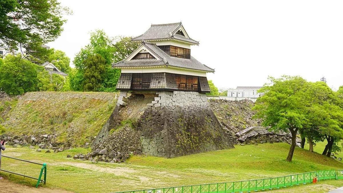 熊本城内の大きな樹@GW「熊本城に今も残る震度7の爪痕」2016年4月から3年後