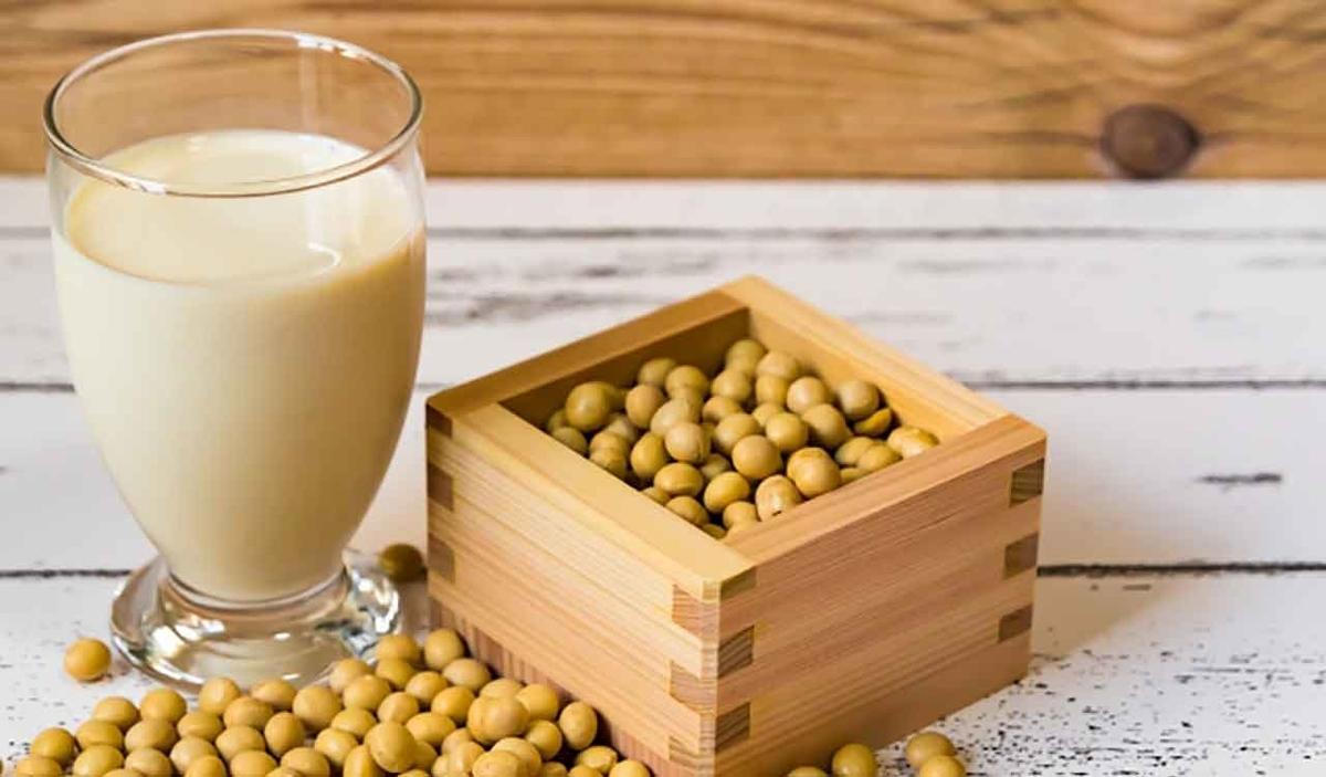 「最近流行ってる?[アーモンド効果]を飲んでみた。」牛乳・豆乳・アーモンドミルクを比べてみた。【適材適食】小園亜由美(管理栄養士・野菜ソムリエ上級プロ)