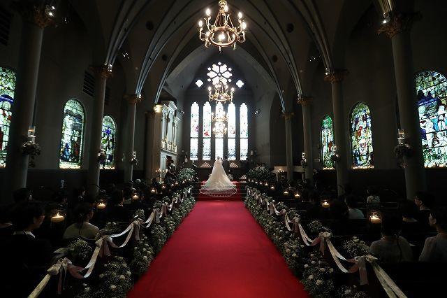 豪華な大聖堂で挙げる挙式