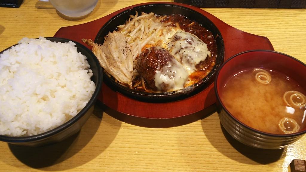 鉄板TOKYO本日のチーズハンバーグ定食