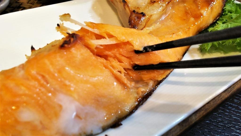 かどのめし屋焼き魚定食シャケ脂