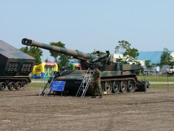 装備品展示_203mm自走榴弾砲.JPG