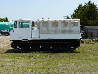 駐屯地の様子5_78式雪上車.JPG